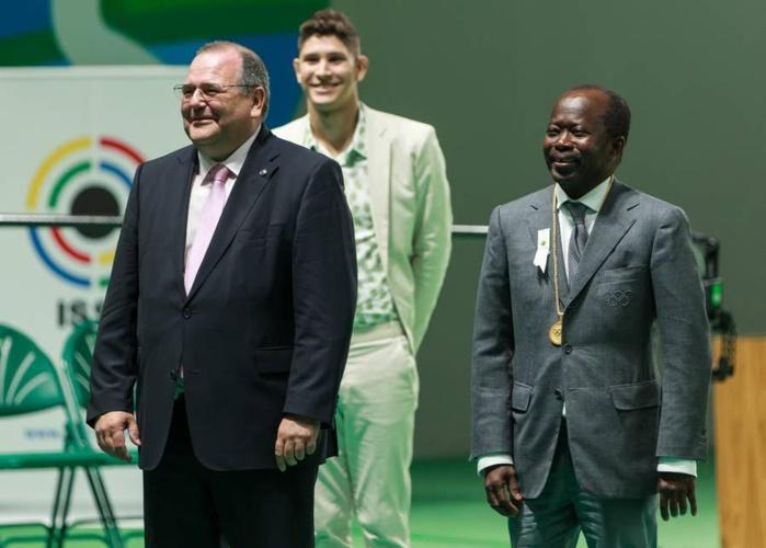 RIO 2016 : Mamadou Diagna Ndiaye à la cérémonie de remise des médailles d'or de tir et de l'haltérophilie.
