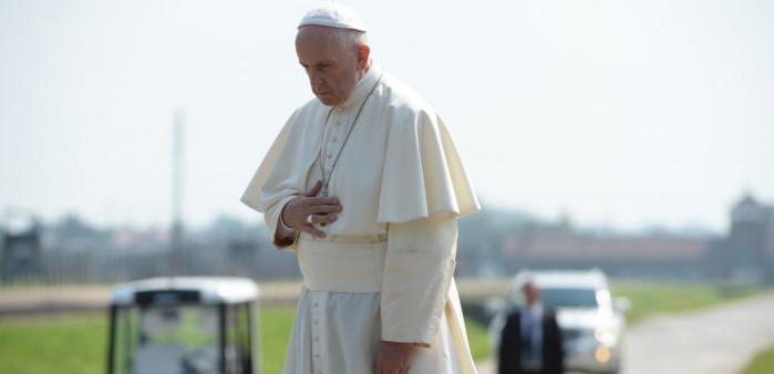 """""""Le dieu Argent, le premier terrorisme"""" selon le pape François"""