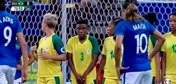 Le geste étonnant de cette footballeuse sud-africaine affole la toile