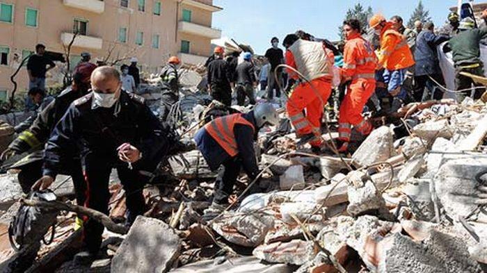Le centre de l'Italie frappé par un fort séisme