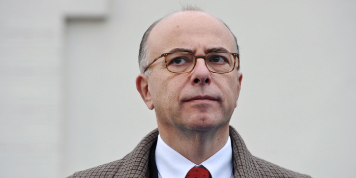 Opposé à une loi anti-burkini, Cazeneuve appelle à «l'apaisement»