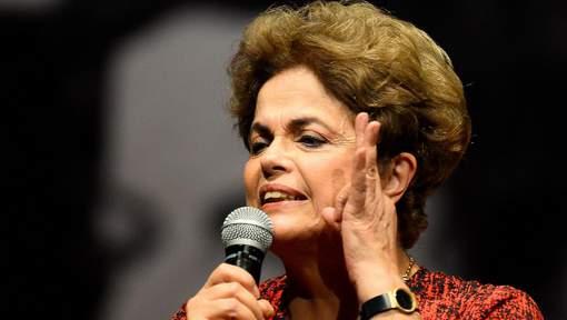 Dilma Rousseff arrive au Sénat pour se défendre