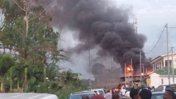 Gabon : Les résidences des dignitaires visées. Un immeuble de Pascale Dabany la mère d'Ali Bongo en feu.