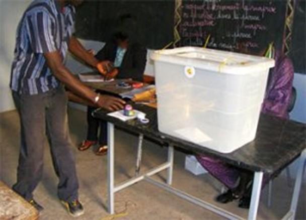 Les dés sont jetés : Les bureaux de vote viennent de fermer, sonnant le début du décompte des voix