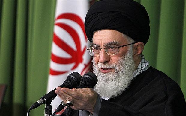 Khamenei : La famille royale maudite saoudienne ne mérite pas de gérer les lieux saints