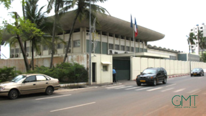 L'ambassade de France au Gabon tape du point sur la table