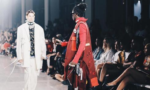 Young Thug arrête un modèle à mi-spectacle lors de la New York Fashion Week