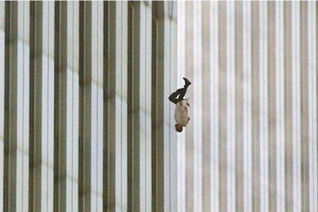 """11-Septembre : le mystère de """"l'homme qui tombe"""" demeure"""