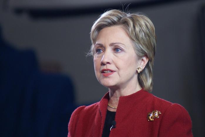 Hillary Clinton a une pneumonie, était deshydratée mais récupère