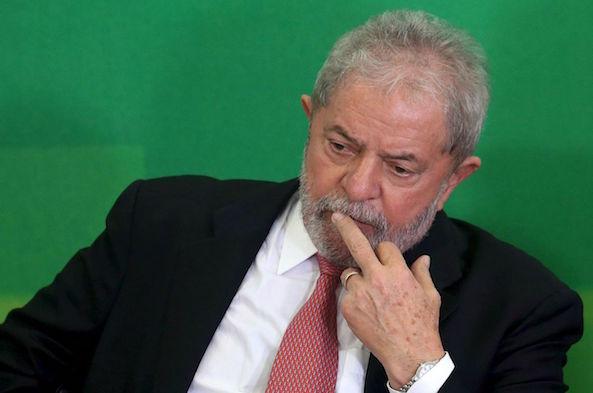 Scandale Petrobras : l'ex-président brésilien Lula inculpé pour corruption
