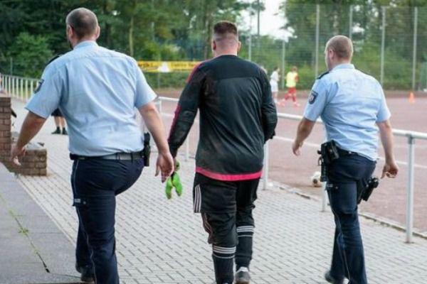 L'insolite du jour: un gardien de but arrêté après avoir encaissé...43 buts!!!