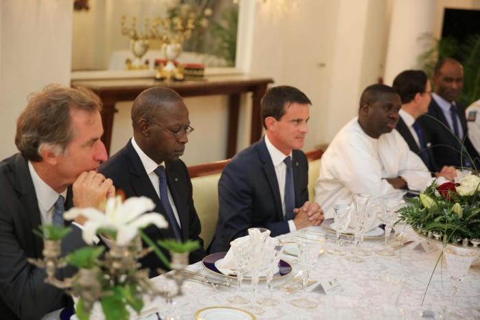 DÉCORATION : Le Premier ministre Français Manuel Valls élevé à la dignité du Grand croix dans l'ordre du mérite