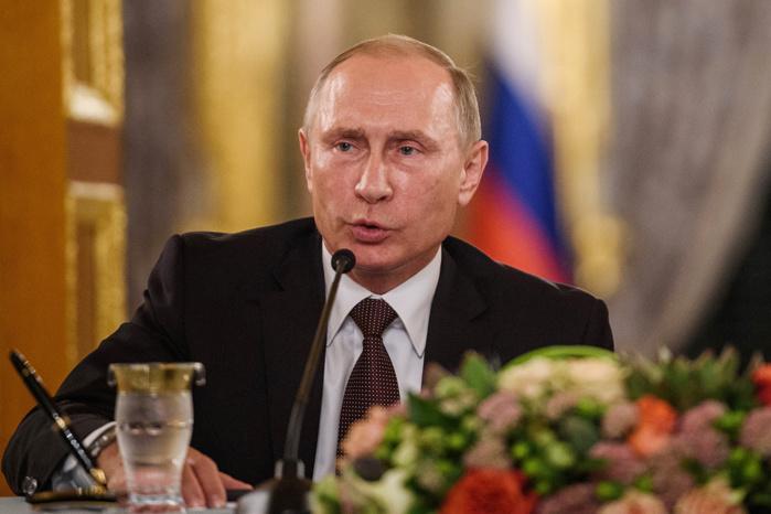 """Vladimir Poutine accuse la France d'avoir cherché à """"envenimer la situation"""" en Syrie"""