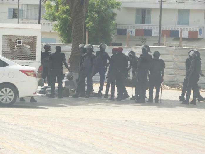 Marche de l'opposition : Sonko dirige le groupe de l'Obélisque vers la RTS
