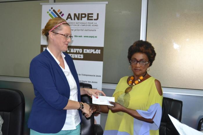 ANPEJ-OIM : 25 jeunes entrepreneurs reçoivent leurs chèques