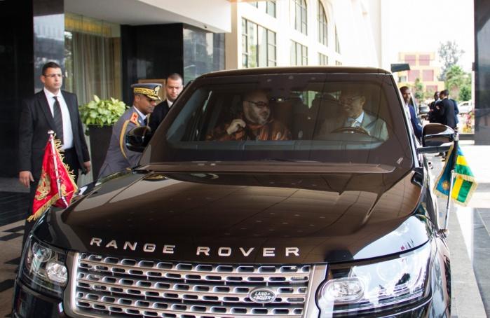 Paul Kagame conduit sa voiture personnelle pour déposer le Roi Mohammed VI à l'aéroport de Kigali