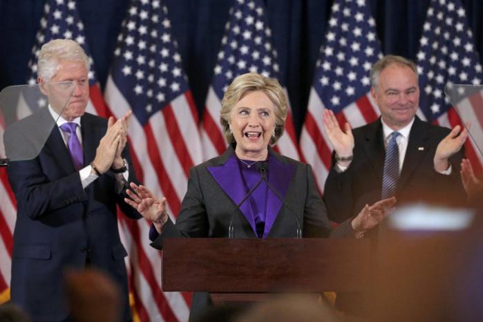 """DÉCLARATION DE HILLARY CLINTON APRÈS LA DÉFAITE : """"J'espère que Trump sera un président qui travaillera pour tous les américains, la défaite a été très douloureuse et elle le restera pour longtemps"""""""