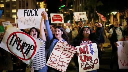 Des milliers de manifestants protestant contre la victoire de Trump — USA