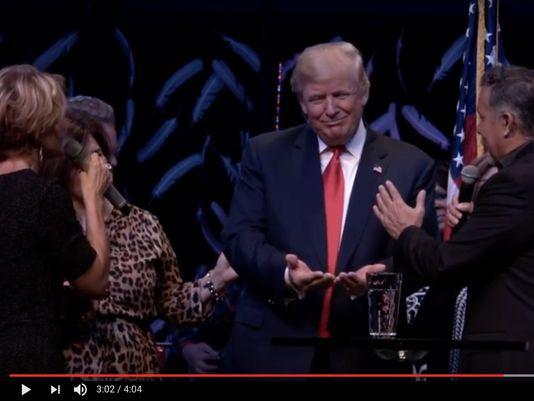 Voici Rick Joyner prêcheur de Caroline qui a prié et vu la victoire de Trump avant l'élection
