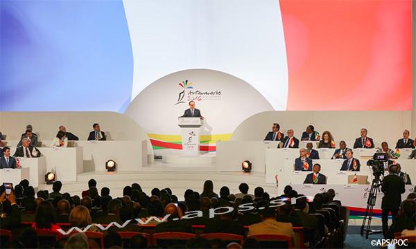 L'universalité de la langue fait des francophones des cibles pour les fanatiques (François Hollande)