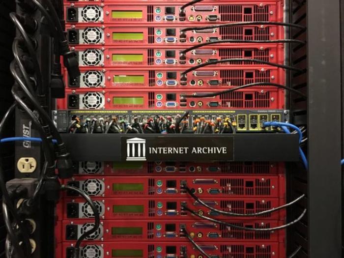 Internet Archive veut copier sa collection au Canada par peur de Donald Trump
