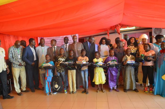 Cérémonie de remise de kits scolaires aux enfants orphelins du ministère de l'intérieur et de la sécurité publique