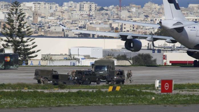 Un vol intérieur libyen détourné vers Malte, des femmes et des enfants libérés