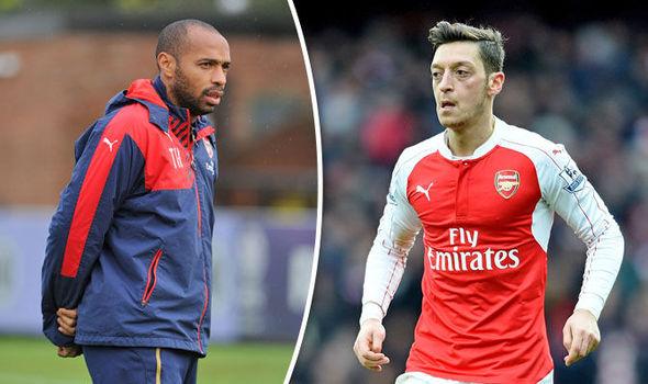 ARSENAL : Özil remet Thierry Henry à sa place !