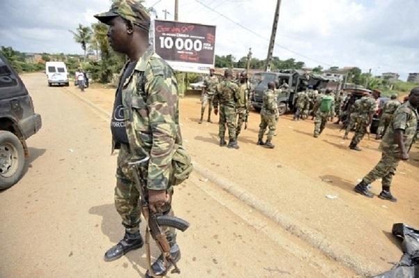 Côte d'Ivoire : Les militaires mutins dispersent des manifestants avant l'arrivée du ministre