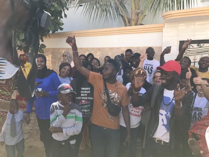AMBASSADE DE LA GAMBIE AU SÉNÉGAL : Les gambiens réclament le départ de Yaya Jammeh
