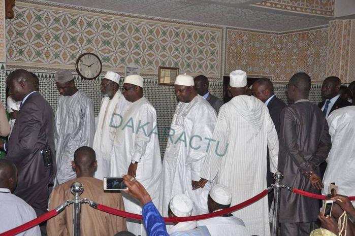 Les présidents Macky Sall du Sénégal et Adama Barrow de la Gambie ont prié ce vendredi à la mosquée Omarienne (IMAGES)