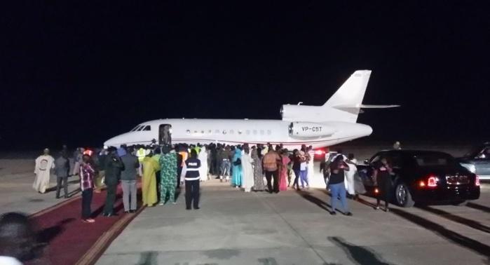 21H16/ A BORD D'UN JET DASSAULT FALCON 900 EX : Yaya Jammeh quitte Banjul et ferme une page historique de la Gambie