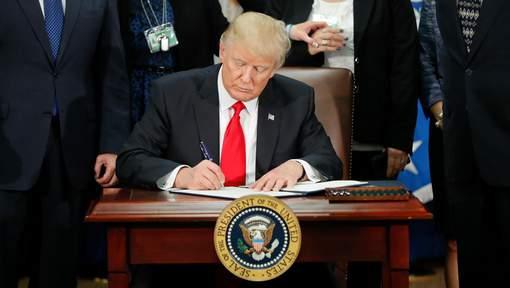 """Donald Trump: """"Le monde est un foutoir complet"""""""