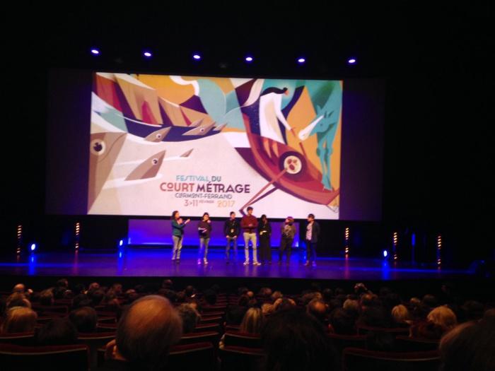 """La réalisatrice sénégalaise Khadidiatou Sow présente son court-métrage """"Une place dans l'avion"""" à Clermont Ferrand"""