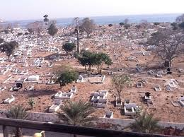 Découverte macabre : Un homme retrouvé mort dans le cimetière de Soumbédioune