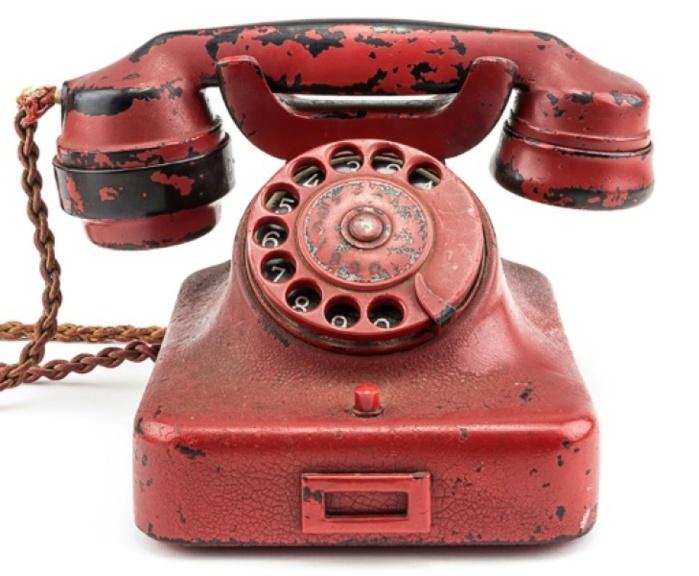 """Le """"téléphone de la destruction"""" d'Hitler vendu 243.000 dollars"""