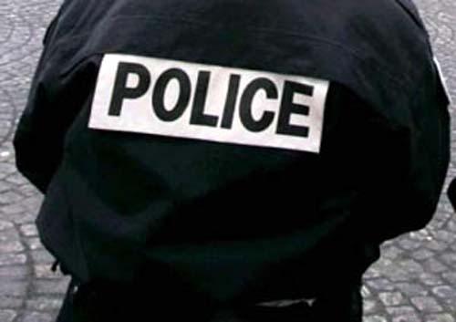 """Quatre personnes arrêtées en possession d'""""anciens billets"""" de banque (Police)"""