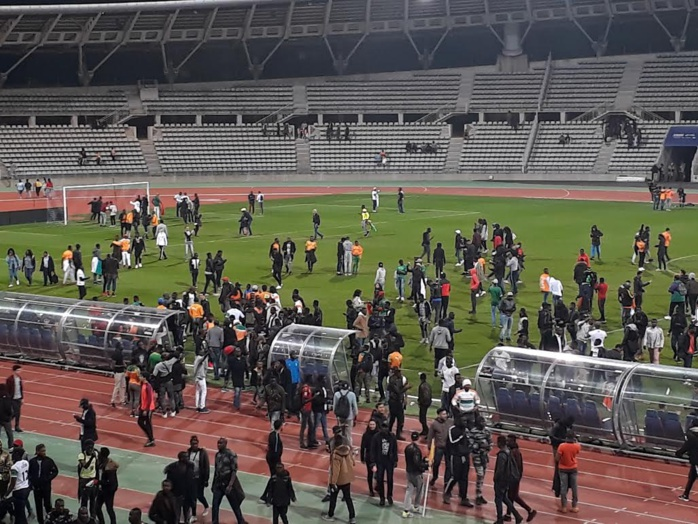 Irruption des supporters sur la pelouse de Charléty  : Le match amical Sénégal - Côte d'Ivoire  interrompu à la 87ème minute