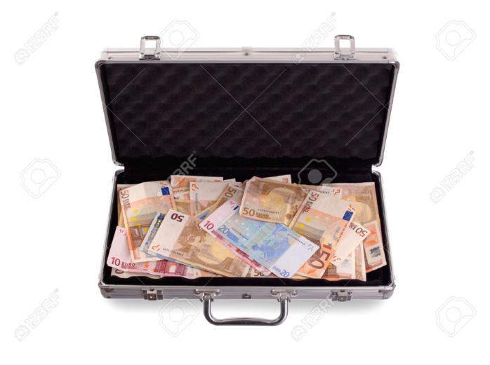AÉROPORT LSS : L'homme d'affaires Ndiègne Fall interpellé avec une mallette d'argent