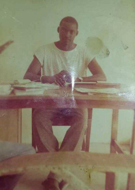 IMAGE : Le président de la Gambie Adama Barrow à l'école