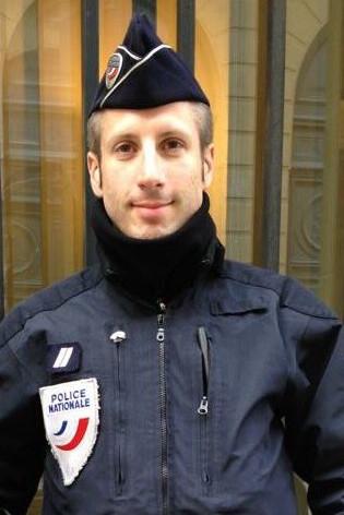 Qui était Xavier Jugelé, le policier tué dans l'attentat?