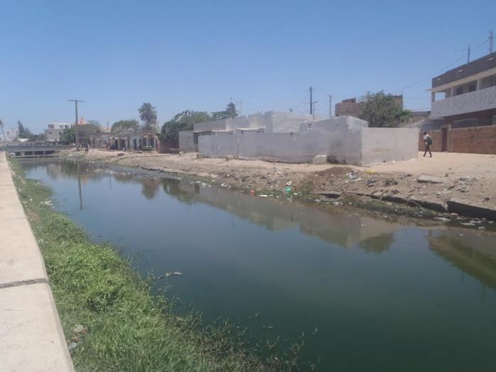 RUFISQUE : 10 mois après le Conseil des ministres délocalisé, le canal,  toujours à ciel ouvert.