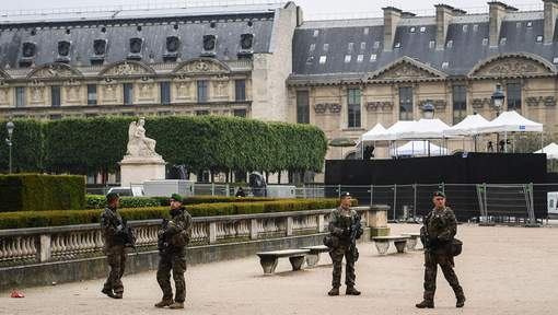 L'esplanade du Louvre évacuée après une alerte de sécurité