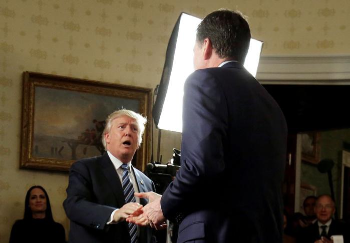 LIMOGEAGE DU DIRECTEUR JAMES COMEY : Le coup de force de Donald Trump contre le FBI qui a créé un tollé