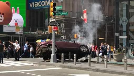 Un véhicule fonce dans la foule à Times Square: un mort, 19 blessés