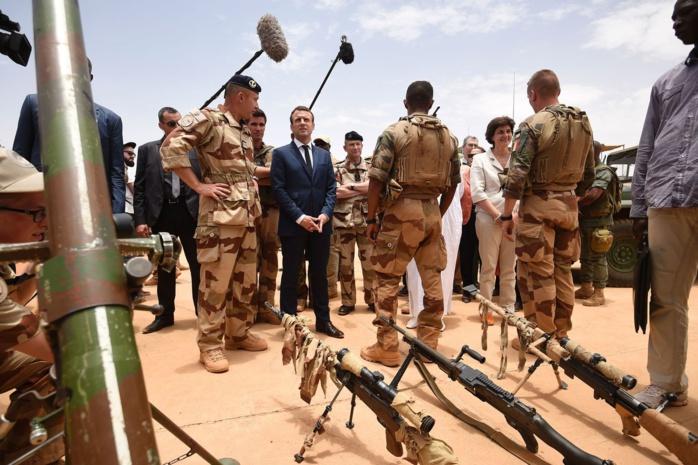 Au Mali, Macron conforte les opérations antiterroristes au Sahel