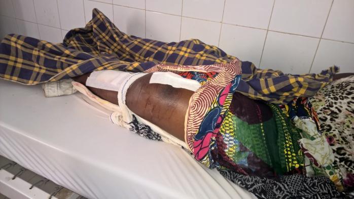 Arrivée en urgence à l'hôpital de Tamba, elle attend depuis 72 heures sa prise en charge.