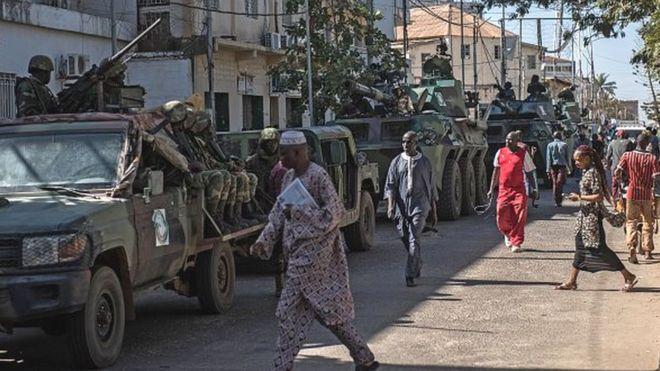 La CEDEAO prolonge le mandat de sa force en Gambie