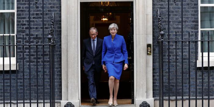 Législatives au Royaume-Uni : Theresa May va former un nouveau gouvernement