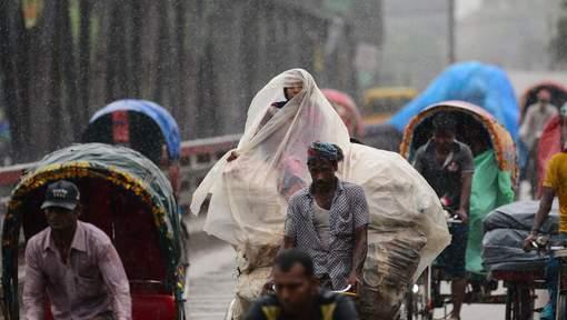 35 morts dans des glissements de terrain au Bangladesh